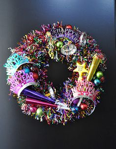 New Years Eve! New Years Eve Wreath. No instructions but I think with a colorful garland and New Years Eve trinkets you can recreate this. From: creative sparks Holiday Wreaths, Holiday Crafts, Holiday Fun, Holiday Parties, New Years Eve Day, New Years Party, Serpentina, New Year's Crafts, Diy Crafts