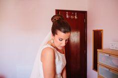 Maquilhagem noiva, Smokey eye, Coque noiva   Kit de Beleza de Vera Garcia. #casamento #Portugal #veu #vestidodenoiva #noiva