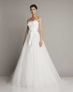 Romantic ball gown wedding dress with embroidery top, organdis skirt and double satin belt www.giuseppepapini.com
