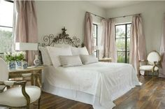 Romantic serene bedroom by Pamela Pierce/Timeless and tranquil interior design decorating ideas on Hello Lovely to inspire your own classic decor/Pamela Pierce/Giannetti Home/Shannon Bowers/Veranda/Milieu