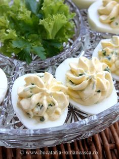 Oua umplute cu branza si ceapa verde Romanian Recipes, Romanian Food, Good Food, Yummy Food, Pinterest Recipes, Dessert Recipes, Desserts, Appetizers, Eggs