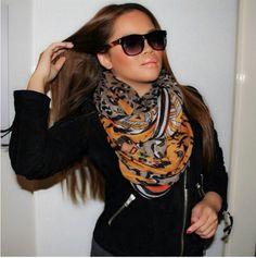 Happy Customer van sQarf.  Bestel jouw sjaal op www.sQarf.com altijd GRATIS verzending!