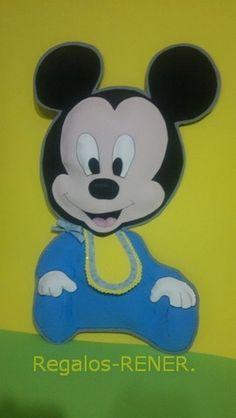 Mickey bebé en relieve en goma eva