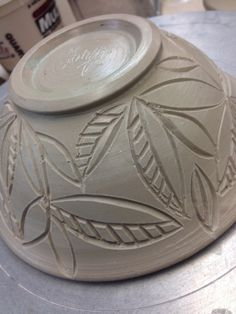 Wonderful Absolutely Free pottery art tutorials Strategies Online Ceramic Learning and Pottery Classes Carving ideas-pottery # Slab Pottery, Pottery Bowls, Ceramic Pottery, Pottery Art, Pottery Mugs, Ceramic Techniques, Pottery Techniques, Ceramic Clay, Ceramic Plates