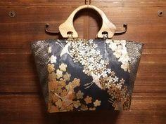 手作りバックを引き立たせる<取っ手>|和布あそび リメイク・創作 やすねこ工房 Japan Bag, Frame Purse, Diy Purse, Kimono Fabric, Japanese Kimono, Fabric Crafts, Purses And Bags, Tote Bag, Clutches