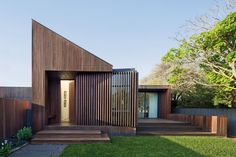 The Humble House by Coy Yiontis Architects in Barwon Heads, Australia is a manageable, contemporary home for a couple. The Humble House by Coy Yiontis Architects in Barwon Heads, Australia is a manageable, contemporary home for a couple. Residential Architecture, Contemporary Architecture, Timber Architecture, Ancient Architecture, Sustainable Architecture, Landscape Architecture, Contemporary Design, Humble House, Design Exterior