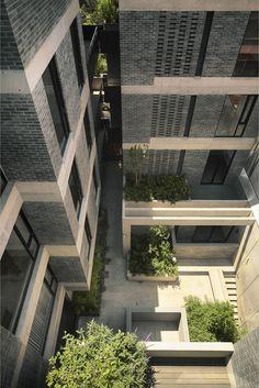 Estudio MMX - El edificio fomenta física y visualmente la conexión entre el espacio público exterior e interior.