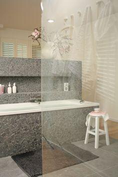 https://i.pinimg.com/236x/da/c4/4f/dac44f95f4b3710c72a86cabac690d8b--bathroom-designs-bathroom-ideas.jpg