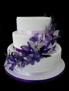 Tortas de Boda con Mariposas, parte 2 del otro lado las mariposas y una grande arriba color turquesa y blanco