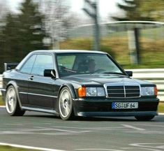 Mercedes 190 Evo, Mercedez Benz, Cars And Motorcycles, Old School, Dream Cars, Friends, Vehicles, Cars, Summer