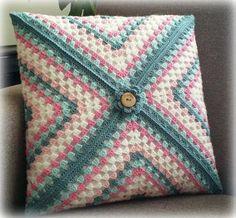 Crochet Pillow Cases, Crochet Pillow Patterns Free, Crochet Cushion Cover, Crochet Cushions, Granny Square Häkelanleitung, Granny Square Crochet Pattern, Crochet Motif, Crochet Designs, Crochet Bunny