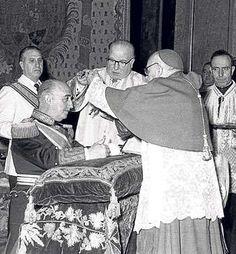 Nacionalcatolicismo en España: El Excelentísimo Señor Don Francisco Franco Bahamonde, Generalísimo de los Ejércitos de Tierra, Mar y Aire y Salvador de las esencias de España, recibe la Orden Suprema de Cristo (1954)