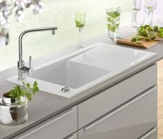 weiße elegante Spüle-edelstahl Küchentheke