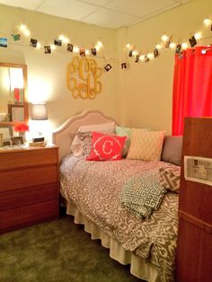 60 incredible dorm room makeovers that will make you want to go back to college 54 Girls Bedroom, Room, College Living, Dorm Room Inspiration, Room Inspiration, Dorm Rooms, Dorm, College Room, Dream Rooms
