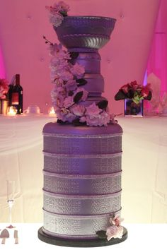 The bottom 5 tiers are fake cake, three top tiers are Chocolate Guinness cake. Flowers are all made of sugar.