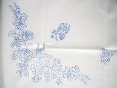 KALOCSA-Hungary-Hungarian-kalocsai-GARDEN-SPRAY-stampd-embroidery-luncheon-cloth
