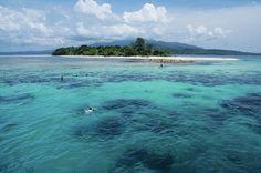 Pulau Pombo lokasinya berada di tengah-tengah Pulau Ambon dan Pulau Haruku, tepatnya di Kecamatan Salahhutu, Kabupaten Maluku Tengah