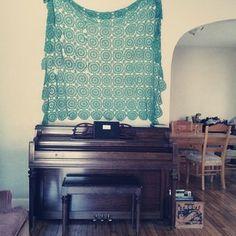 vintage crochet//antique piano