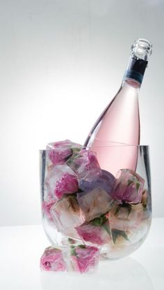 Pretty flowers in ice cubes for decoration. Pretty flowers in ice cubes for decoration. The post Pretty flowers in ice cubes for decoration. appeared first on Champagne. Party Drinks, Tea Party, Mocktail Drinks, Flower Ice Cubes, Frozen Rose, Pretty Flowers, Party Planning, Party Time, Bubbles