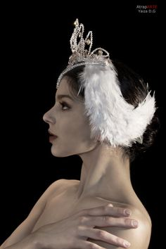 Stage costumes. Odette. Ballet Swan Lake headpiece. Swarovski and feathers. Cobos Costumes.