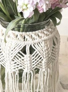 Macrame Design, Macrame Art, Macrame Projects, Diy Candles Scented, Diy Candle Holders, Boho Diy, Vases Decor, Glass Jars, A Table