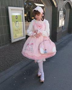 いいね!215件、コメント7件 ― @cchuboiのInstagramアカウント: 「#ootd for late b-day cake & coffee w/childhood's best friend 🌸  #lolitafashion #sweetlolita…」