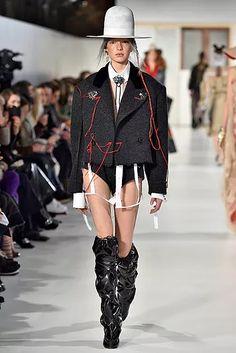 mmm-hc-ss17-037-654x980 Haute Couture Paris, Future Fashion, Margiela, Ideias Fashion, Fashion Show, Spring Summer, Punk, Fashion Makeover, Clothes