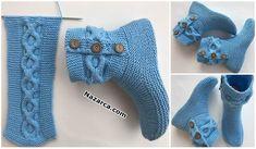 HALKALI ŞEKER ÖRGÜ DÜĞMELİ MAVİ KADIN BOT YAPILIŞI Knit Baby Booties, Crochet Boots, Knit Boots, Crochet Slippers, Knit Crochet, Knitting Patterns Free, Knit Patterns, Knitting Socks, Baby Knitting