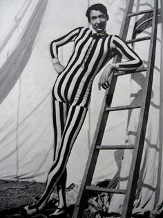 THE CIRCUS SIDESHOWS OF THE LATE 1800s AND EARLY 1900s