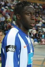 Aly Cissokho nasceu no dia 15 de Setembro de 1987 em Blois; França. Com sete anos entrou para as escolas de formação do A.M.J. Blois. Aos onze anos mudou-se para o outro clube da sua terra, o Blois Football 41, clube que representou até 2003. Seguiu-se o Saint-Jean-de-la-Ruelle e na temporada de 2004/05 integrou a equipa do F.C. Gueugnonnais. Foi no clube da cidade de Gueugnon que Cissokho se estreou como profissional na época de 2006/07, tendo representado o clube francês até ao final da…