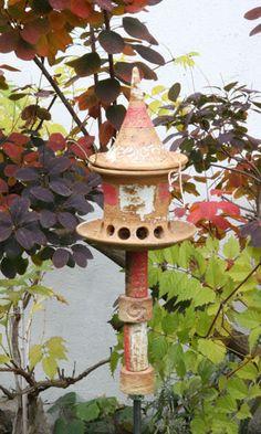Vogelfutterhaus klein mit Keramikstele, rot