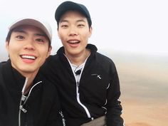 Shutterbug Park Bo Gum's incredibly adorable Selfie habit! Youth Over Flowers, Selfies, Ryu Joon Yeol, Park Go Bum, Lee Bo Young, Yoo Ah In, Rain Jacket Women, Asian Hotties, Hooded Raincoat