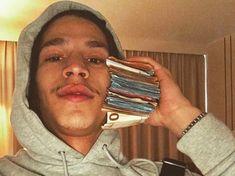 Le rappeur Moha La Squale devant la justice après avoir menacé de mort un couple