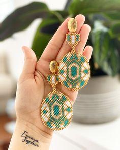 Seed Bead Bracelets, Seed Bead Jewelry, Beaded Jewelry Patterns, Beading Patterns, Bead Earrings, Beaded Necklace, Foot Bracelet, Accesorios Casual, Bijoux Diy