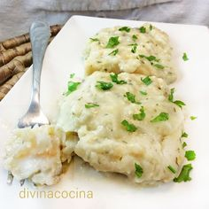 Con esta receta de merluza a la crema de puerros puedes preparar cualquier pescado blanco que te guste en lomos o rodajas.