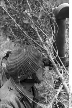 German paratrooper using periscope binoculars.Monte Cassino , Italy, January 1944.