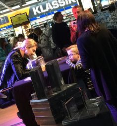 #davidgarrett #davidgarrettinsta #davidgarrettmusic 7.10.2017 Hamburg autogrammstunde im Saturn.