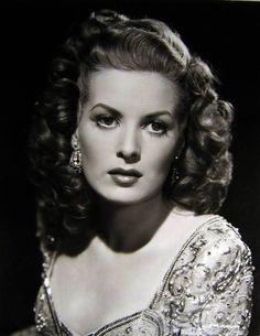 Maureen O'Hara  シ www.pinterest.com/WhoLoves/Beautiful-Faces シ #beautiful #faces