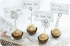 I like this idea for place cards! {Wedding Crafts Page - Ferrero Rocher Wedding Favors} Thanksgiving Place Cards, Thanksgiving Crafts, Wedding Crafts, Wedding Favors, Christmas Time, Christmas Crafts, Deco Table Noel, Ideias Diy, Theme Noel