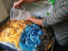 How to make a playscape - beach Crafts To Do, Felt Crafts, Crafts For Kids, Baby Crafts, Wet Felting, Needle Felting, Felt Play Mat, Play Mats, Weaving For Kids