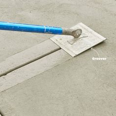 How to Pour a Perfect Concrete Slab Cut in control joints Stamped Concrete Driveway, Concrete Tools, Concrete Patio Designs, Concrete Finishes, Concrete Driveways, Poured Concrete, Concrete Projects, Concrete Finishing Tools, Diy Concrete Patio