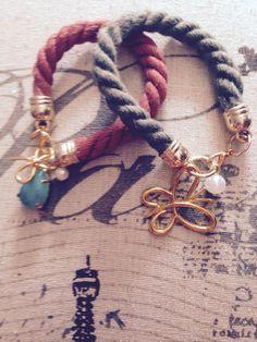 Χειροποιητο Κοσμημα:βραχιολια σε χρωματα:μπορντο και λαδι με διαφορα charms!!!