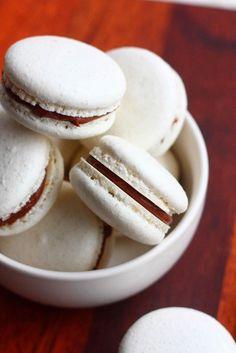 Suklaapossu: Macaron-leivokset pätkistäytteellä (ja italialaisella marengilla)