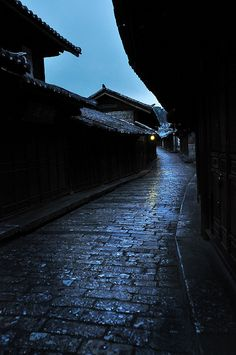 old street at night, Japan China Travel, Japan Travel, Kyoto, Places To Travel, Places To Visit, Lijiang, Old Street, Japanese Architecture, Japanese Culture