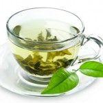 Grüner Tee aktiviert den Fettstoffwechsel. Grüner Tee besitzt die verschiedensten medizinischen Wirkungen, besonders durch die so genannten Katechine, die er enthält. Das sind alkoholartige, bioaktive Substanzen, die der Entstehung von Arteriosklerose vorbeugen und vermutlicher weise auch das Risiko von Prostatakrebs senken.