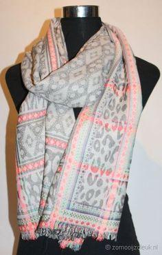 Sjaal met frisse kleuren