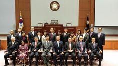 지난 2013년 10월 14일, 강원도 강릉시와 일본 지치부시 교류 30주년 기념행사에 참석한 지치부 시장을 비롯한 관계자의 강릉시의회 방문.