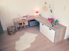Speelhoek You are in the right place about Montessori bathroom Here we offer you the most beautiful pictures about the Montessori kitchen you are looking for. Room Ideas Bedroom, Kids Bedroom, Room Decor, Play Corner, Kids Corner, Montessori Toddler Rooms, Parents Room, Kid Desk, Toy Rooms