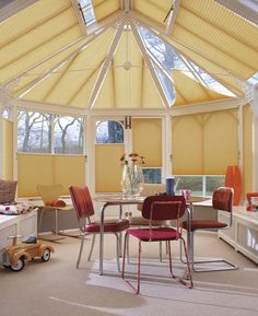 Luxaflex® Plisse shades are available in a large number of colours, fabrics and transparencies. Find out more about Luxaflex® Plisse shades online. Conservatory Curtains, Small Conservatory, Small Windows, Blinds For Windows, Curtains With Blinds, Roof Window, Soft Furnishings, Ramen, Gazebo