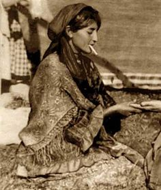 Romany Gypsy... Genetically, Gypsies are of Indian descent. The Romani are an ethnic group living mostly in Europe, who have been traced genetically to a group migrating from the north-western Indian Subcontinent about 1500 years ago. Romani are widely kn